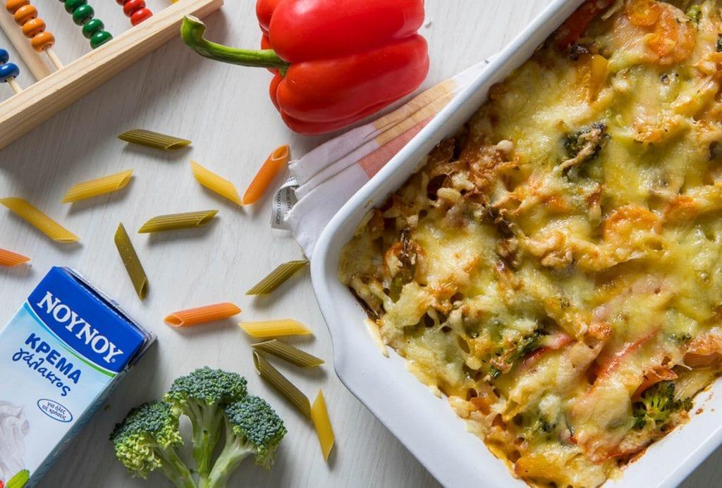 Σουφλέ λαχανικών με πολύχρωμα ζυμαρικά
