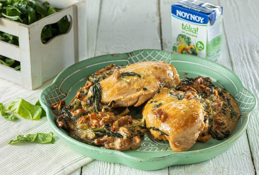 Κοτόπουλο με κρέμα παρμεζάνας & σπανάκι