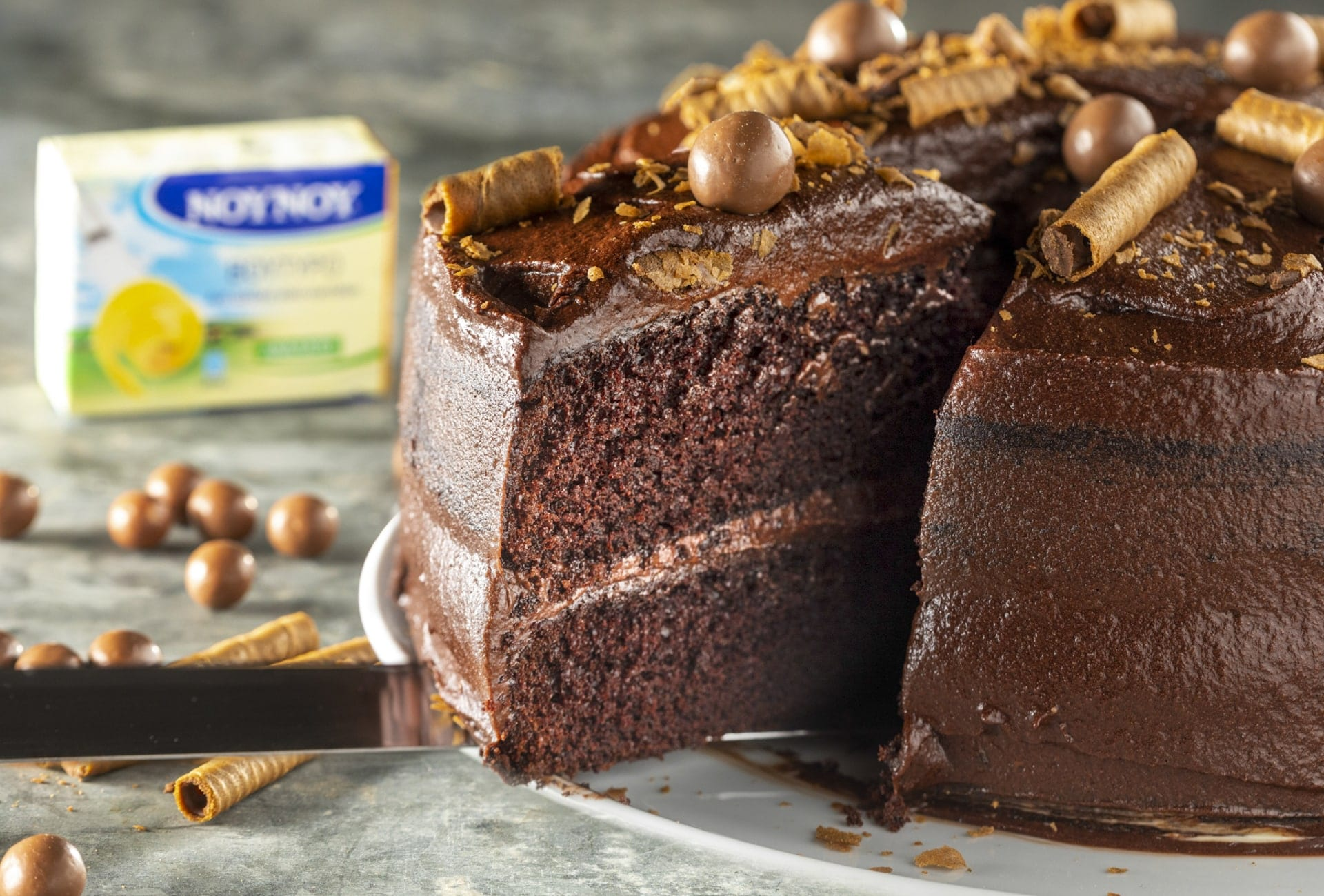 Σοκολατένια τούρτα με ζύμη σοκολατόπιτας
